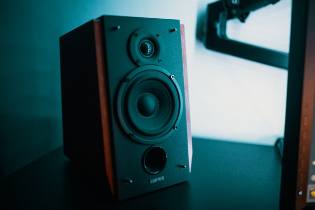 How to connect CD player to speakers